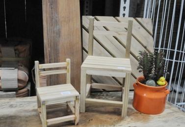 靠背單人木椅 (共2個尺寸)