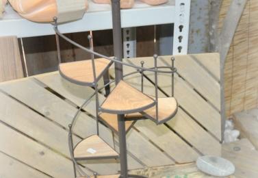 鐵製木板旋轉樓梯架