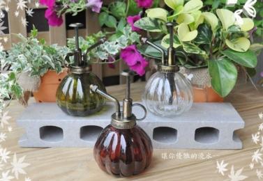 香水瓶造型噴水器
