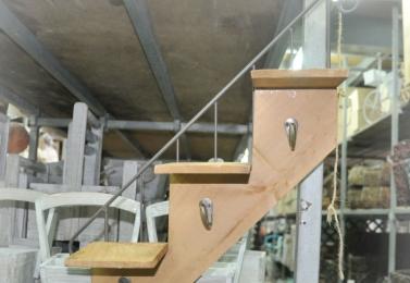 鐵製木板樓梯形壁掛
