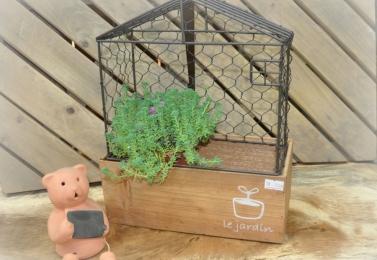 鐵製木板小屋