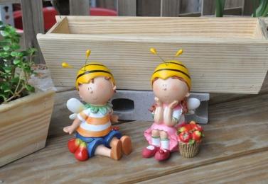 坐姿蜜蜂小孩 99D1516